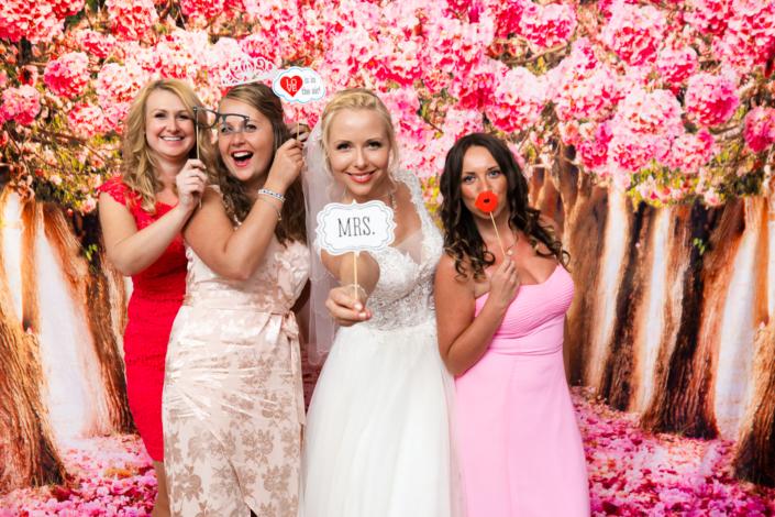 Photo booth Hochzeitsfotograf in Köln Düsseldorf - Wir erstellen kreative und emotionale Hochzeitsreportagen und Filme in NRW